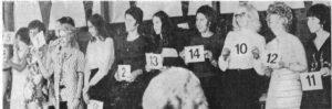 """15 Damen stellten sich zur Wahl der"""" Miss Fußball"""", mit Nr. 11 die Siegerin"""